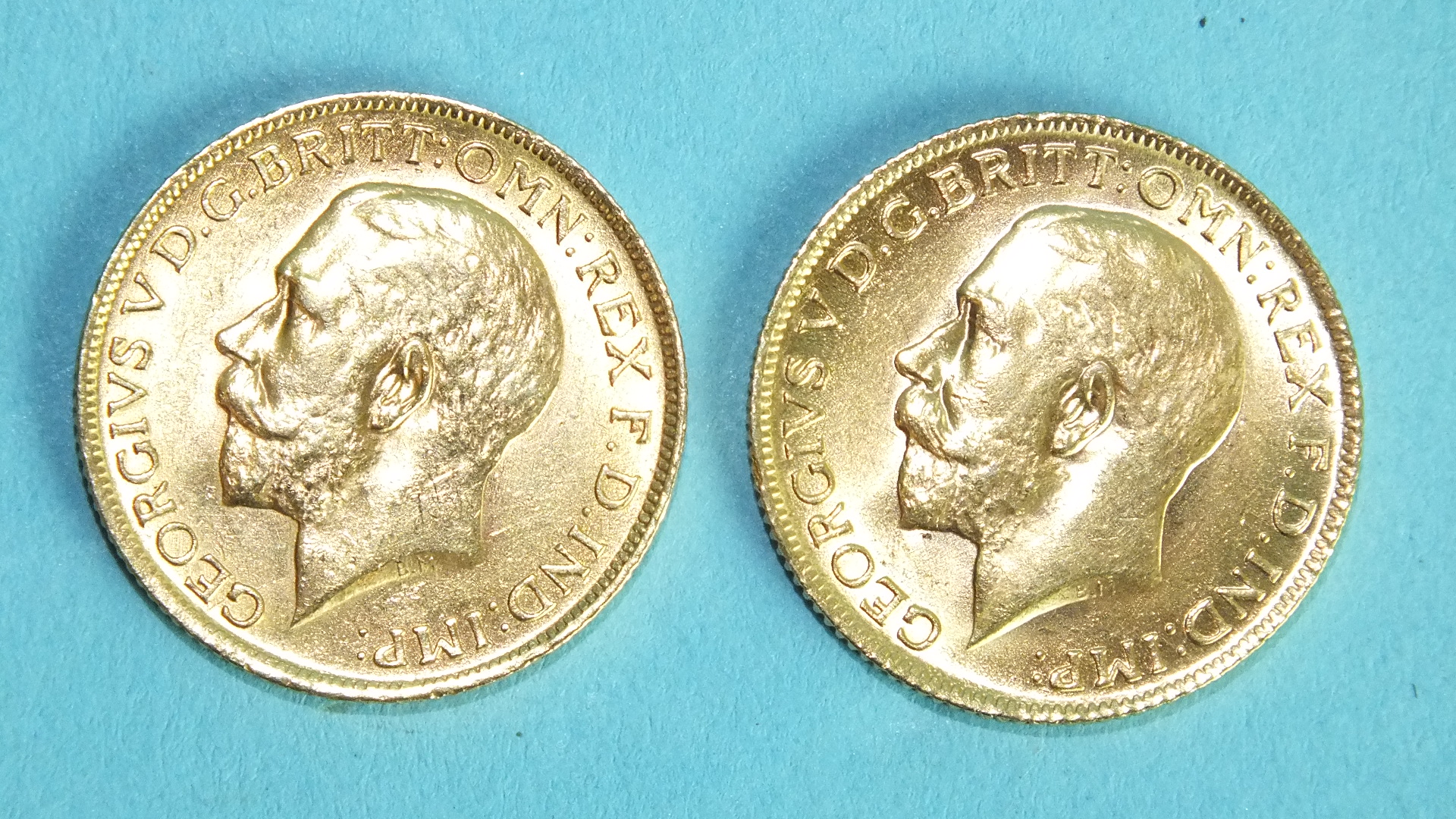 Lot 376 - Two George V 1915 sovereigns, (2).