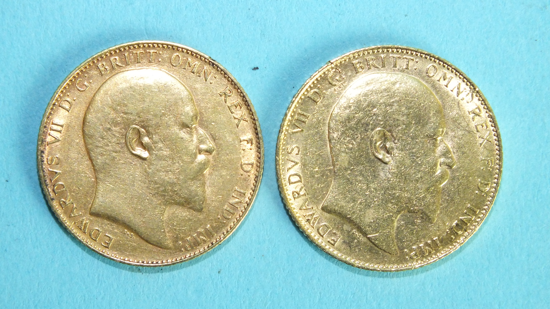 Lot 371 - Two Edward VII 1907 sovereigns, (2).