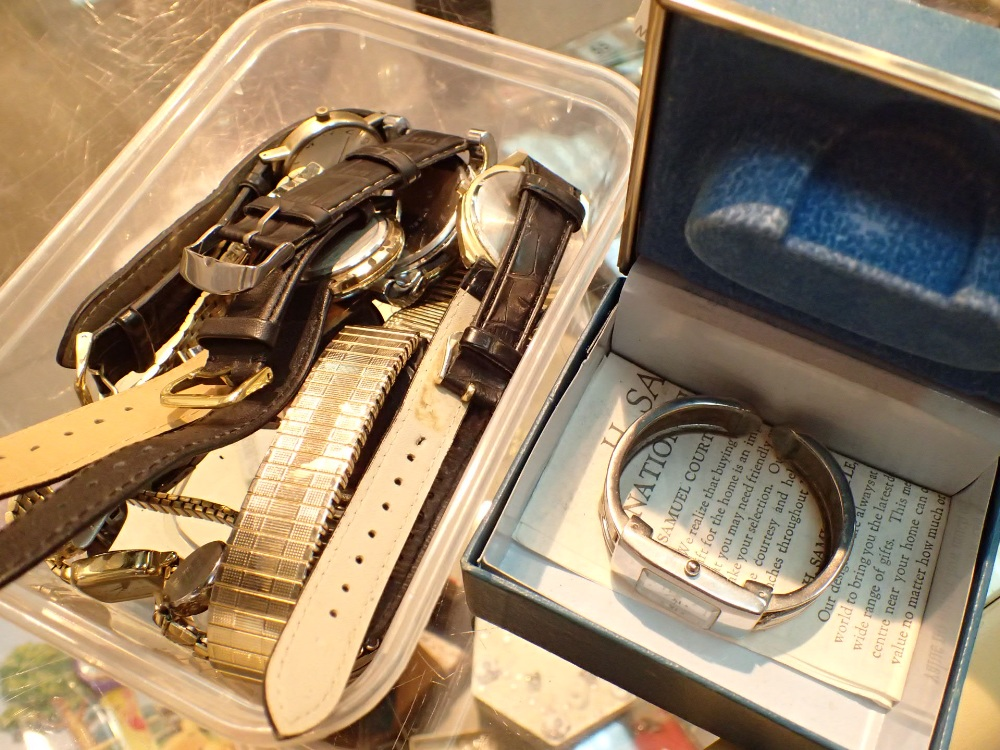 Lot 52 - Box of mixed ladies and gents wristwatches