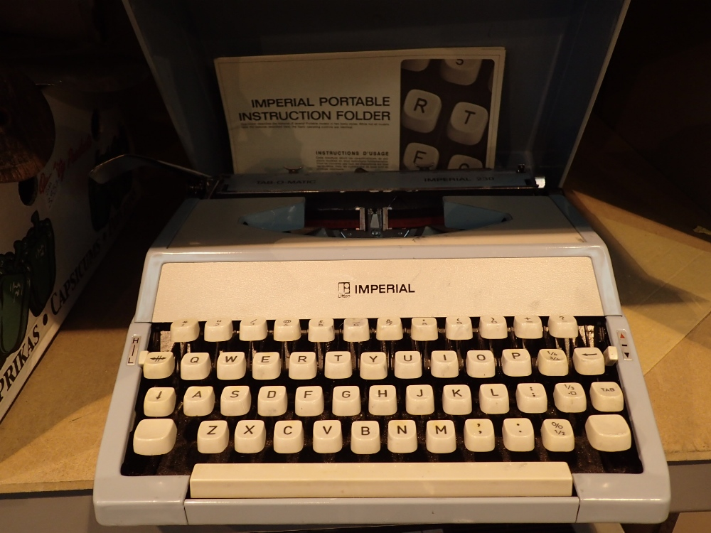 Lot 10 - Retro Tab o Matic Imperial 320 typewriter