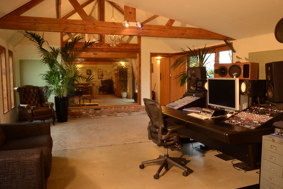 Record your own single at a renowned Buckinghamshire recording studio