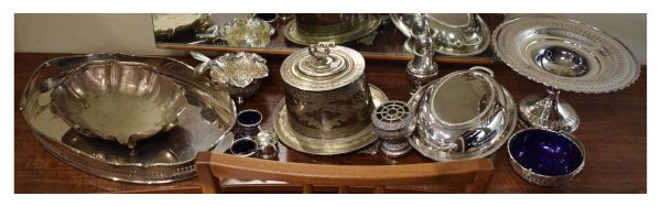 Lot 43 - Assorted plated wares, to include; an oval biscuit barrel on stand with swan finial, oval entrée/