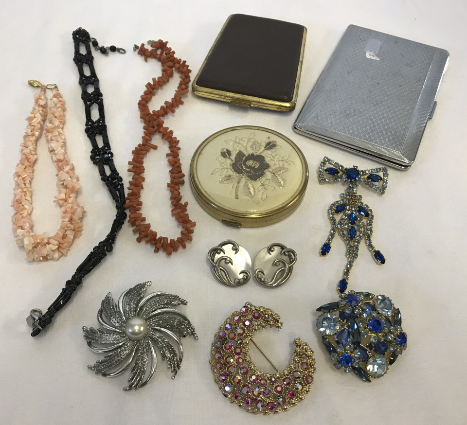 Lot 1020 - A collection of vintage diamante brooches.