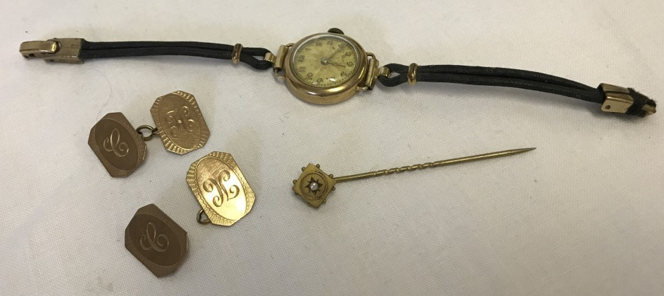 Lot 1021 - A Victorian gold stick pin, a ladies vintage 9ct gold cased watch, and 9ct gold cufflinks (a/f).