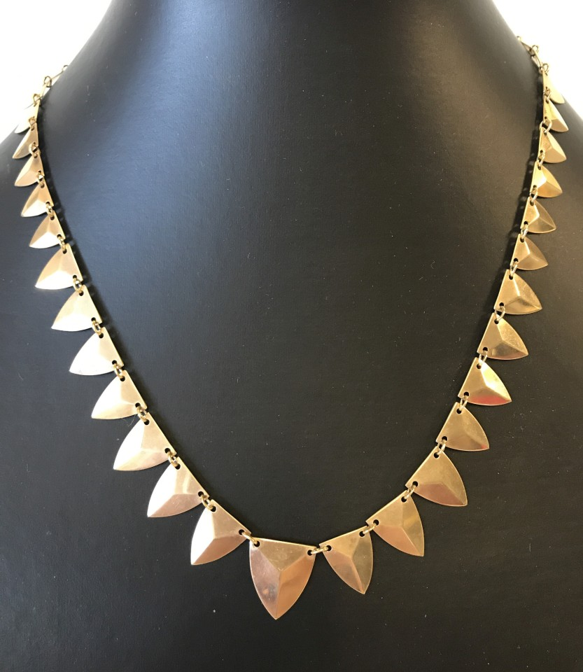 Lot 1001 - A contemporary gold necklace.