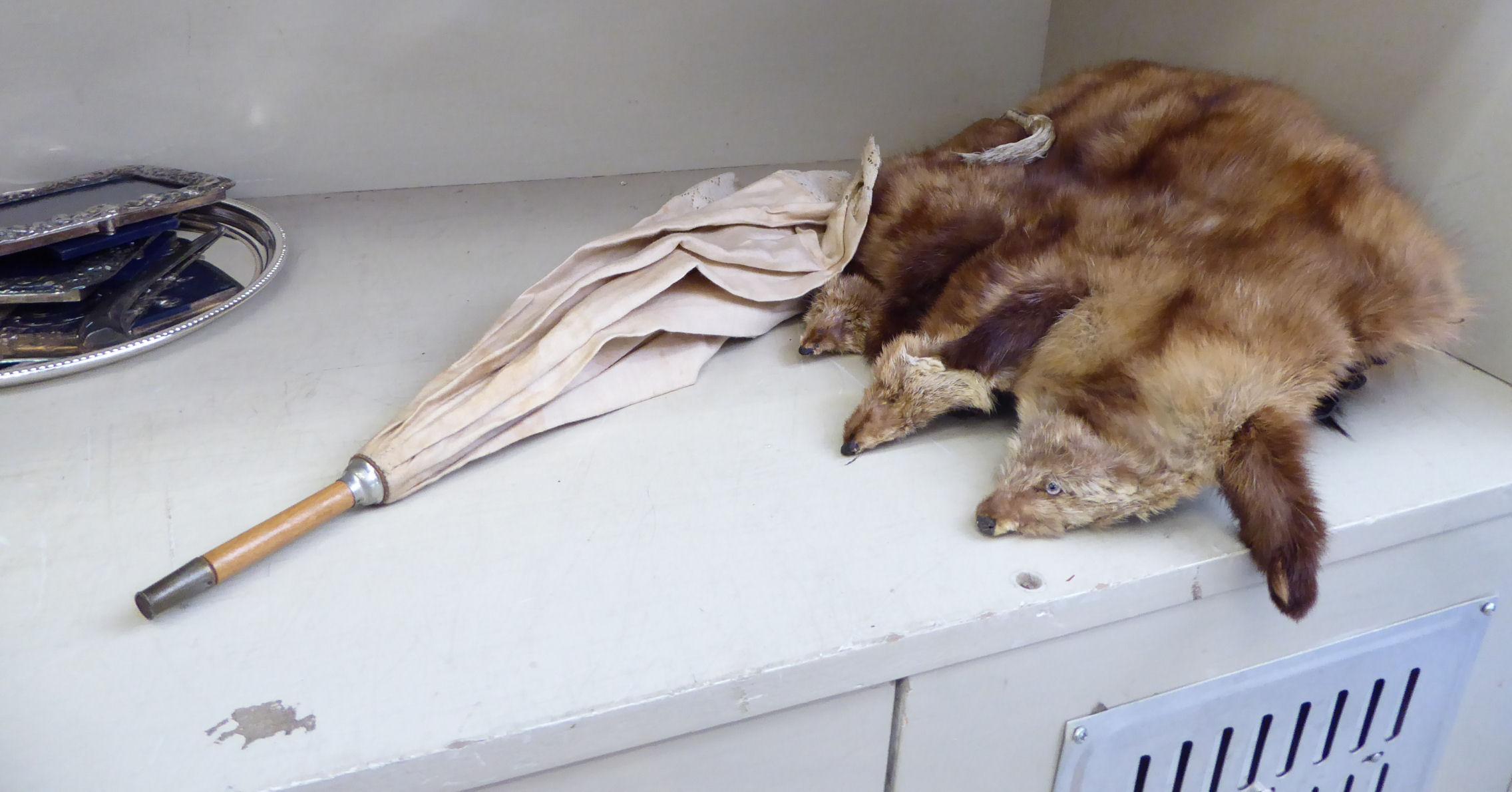 Lot 27 - A fox fur muff; and an Edwardian silk parasol;