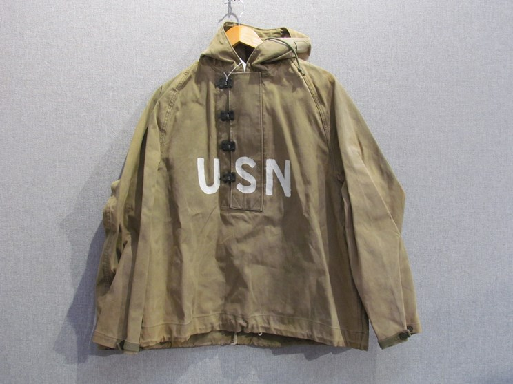 Lot 8002 - A WWII US Parka wet weather overcoat with hood,