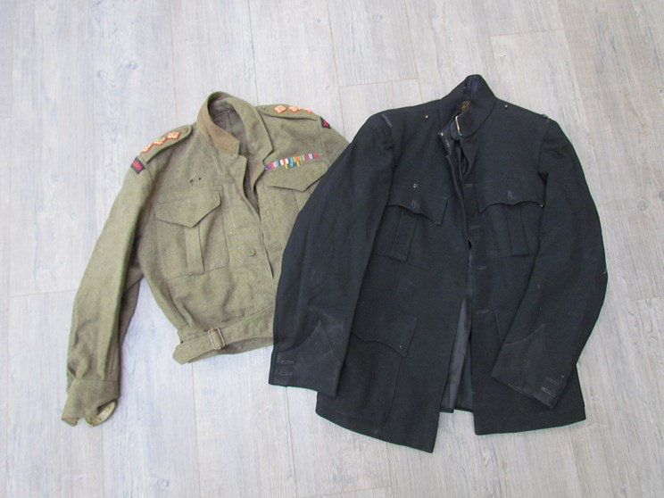 Lot 8015 - A WWII 1940 pattern Royal Artillery officers battledress blouse and a Royal Artillery dress jacket