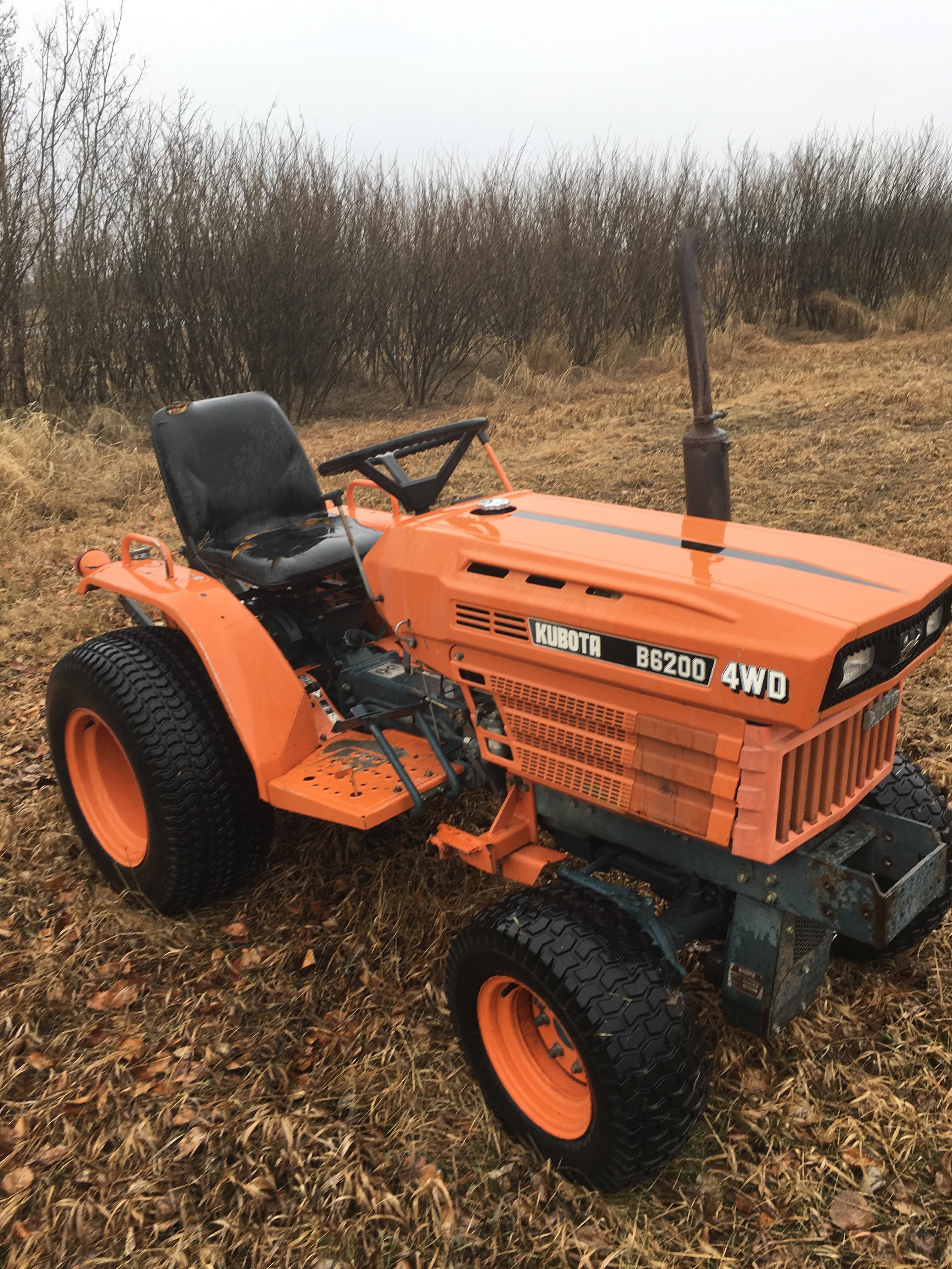 KubotaB6200 garden tractor, 4X4, 3 pt. hitch, 15 hp. diesel.