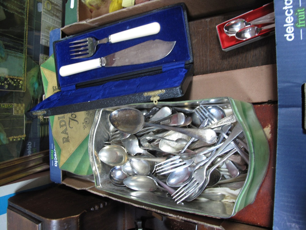 Lot 519 - A Quantity of Cased and Loose Cutlery, including fish servers, coffee spoons, dessert set, and an