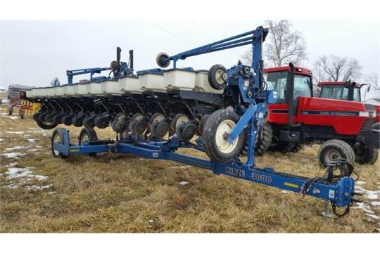 Lot 106 Kinze 3600 12 23 Split Row Planter W Insecticide Boxes Sn