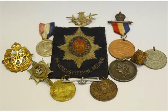 Militaria - an RAF cap badge