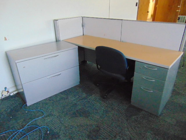 Lot 674 - LOT OF OFFICE CUBICLES (6) (in one room located upstairs)