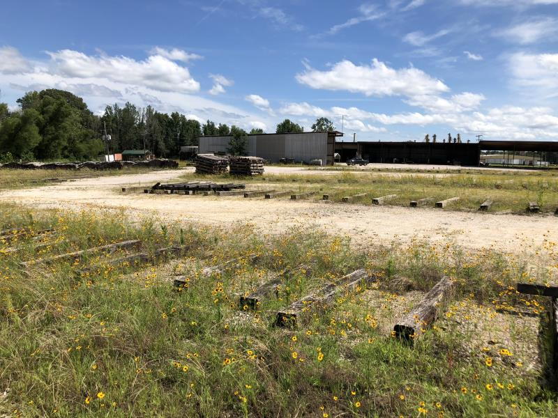 Lot 193 - Approx 200 Railroad Ties In Parking Lot