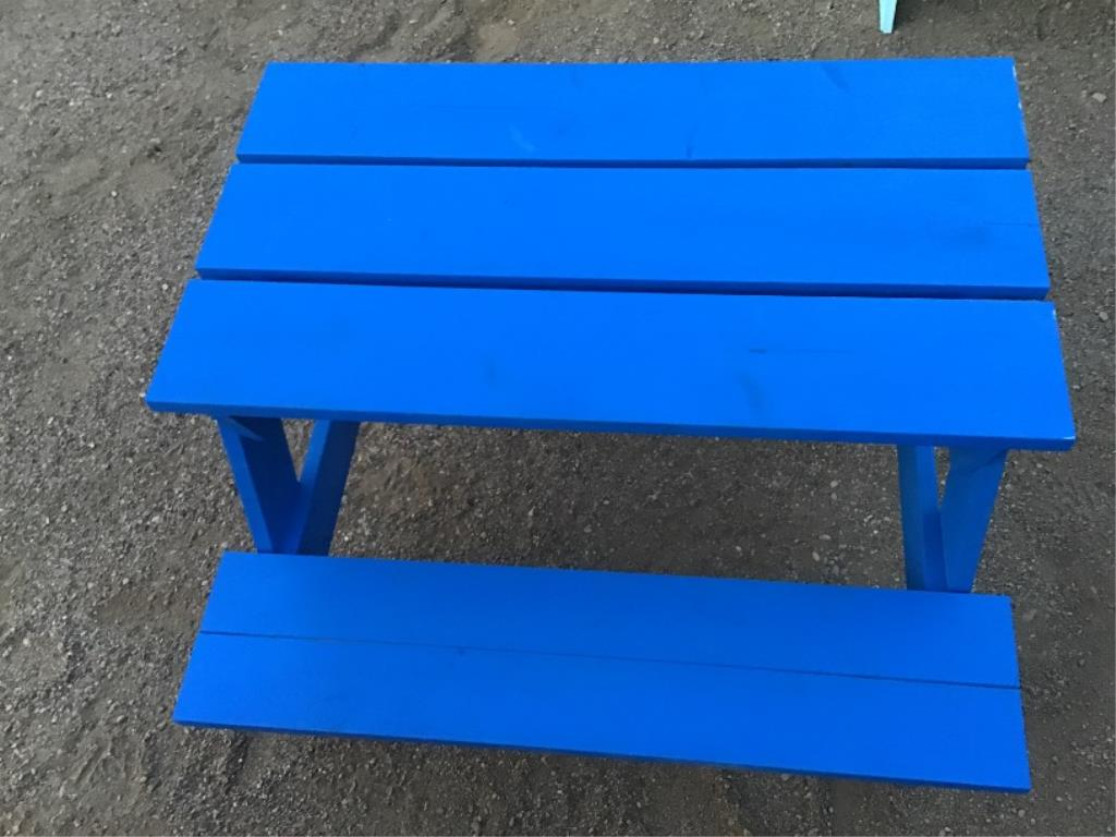 Lotto 145 - Toddler Picnic Table