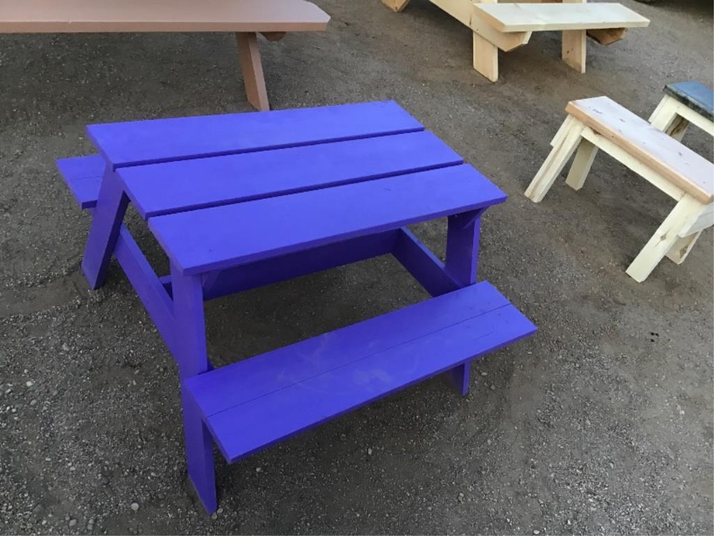 Lotto 142 - Toddler Picnic Table