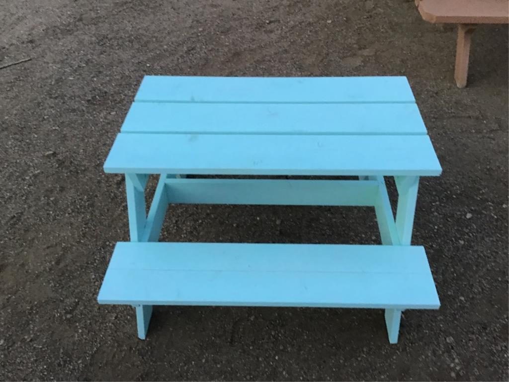 Lotto 143 - Toddler Picnic Table
