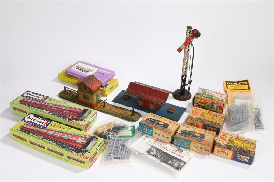 Lot 24 - Early 20th century tinplate model railway signal box, signal and station, model railway airfix