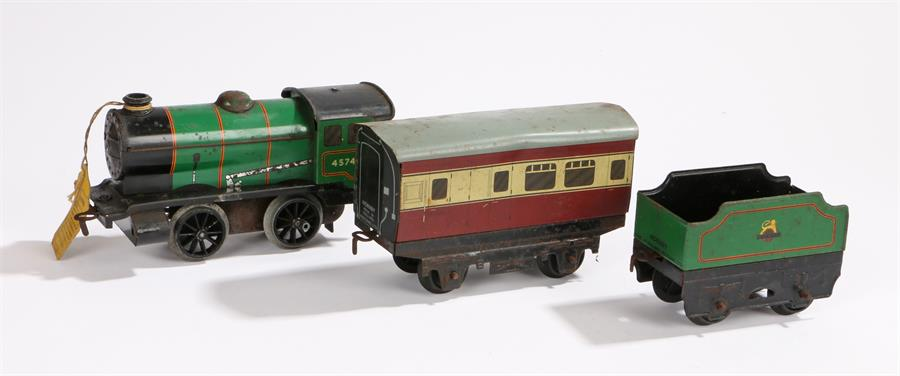 Lot 31 - Hornby O gauge engine 45746 and tender in green livery, burgundy carriage (3)