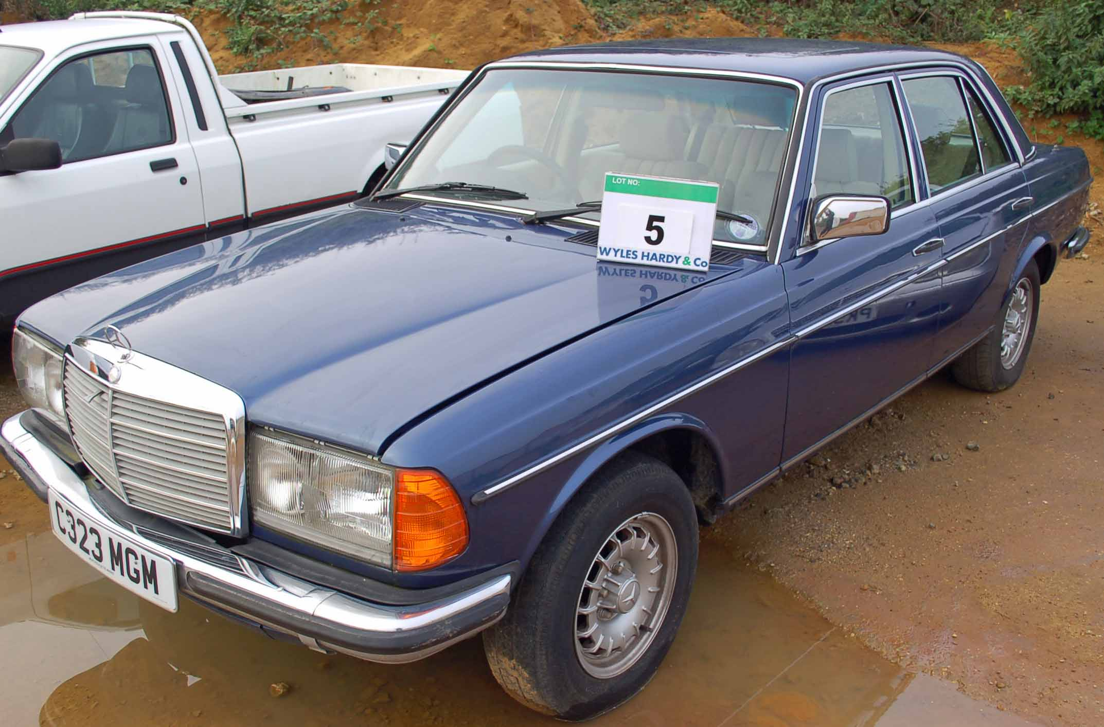 Lot 5 - A MERCEDES 280 E 4-Door Auto, Registration No. C323 MGM, First Registered: 01/08/1985, Recorded