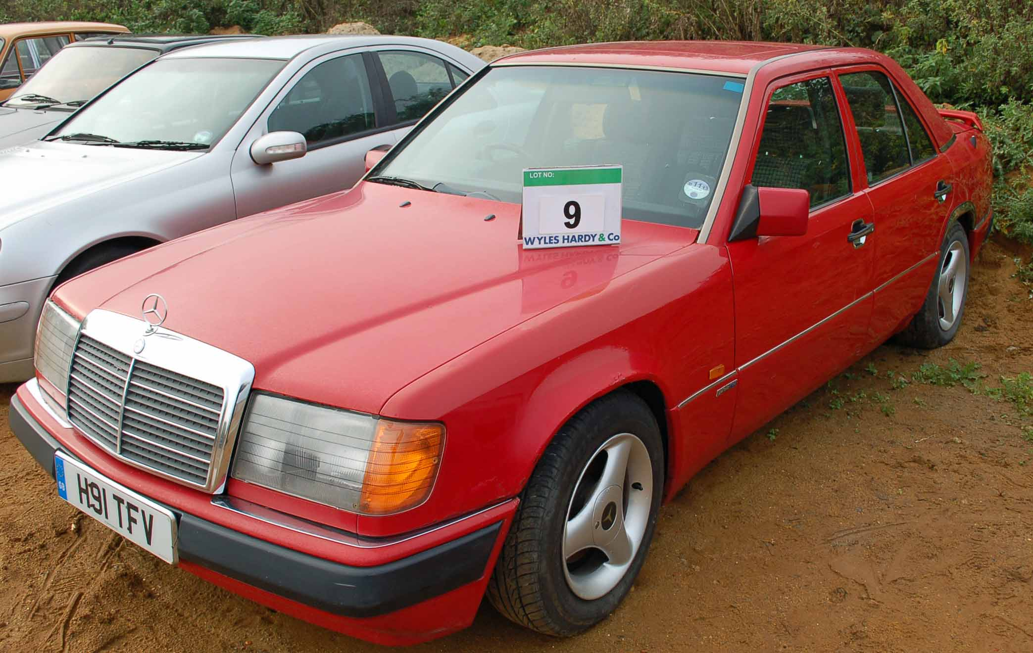 Lot 9 - A MERCEDES 230 E 4-Door Auto, Registration No: H91 TFV, First Registered: 05/06/1991, Recorded