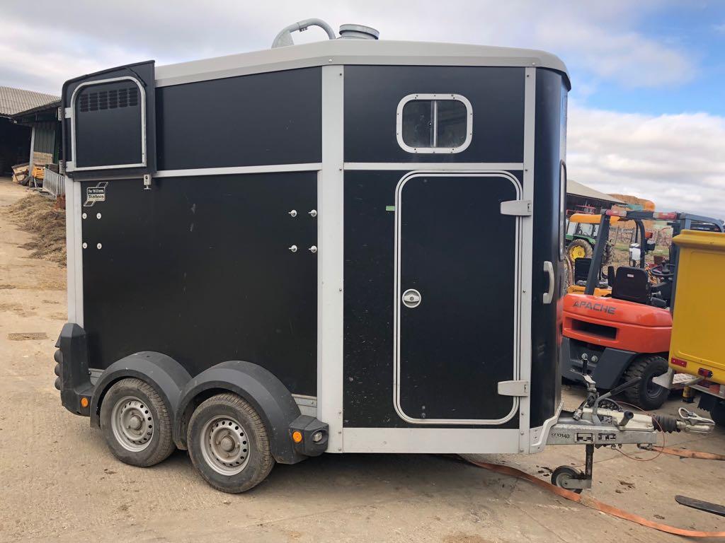 Lot 151 - 2015 IFOR WILLIAMS TWIN AXLE HORSE BOX TRAILER HB506 BLACK *PLUS VAT*