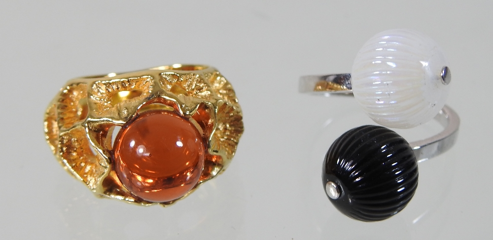 A modern Lalique silver and two colour glass ring, of crossover design, - Image 4 of 5