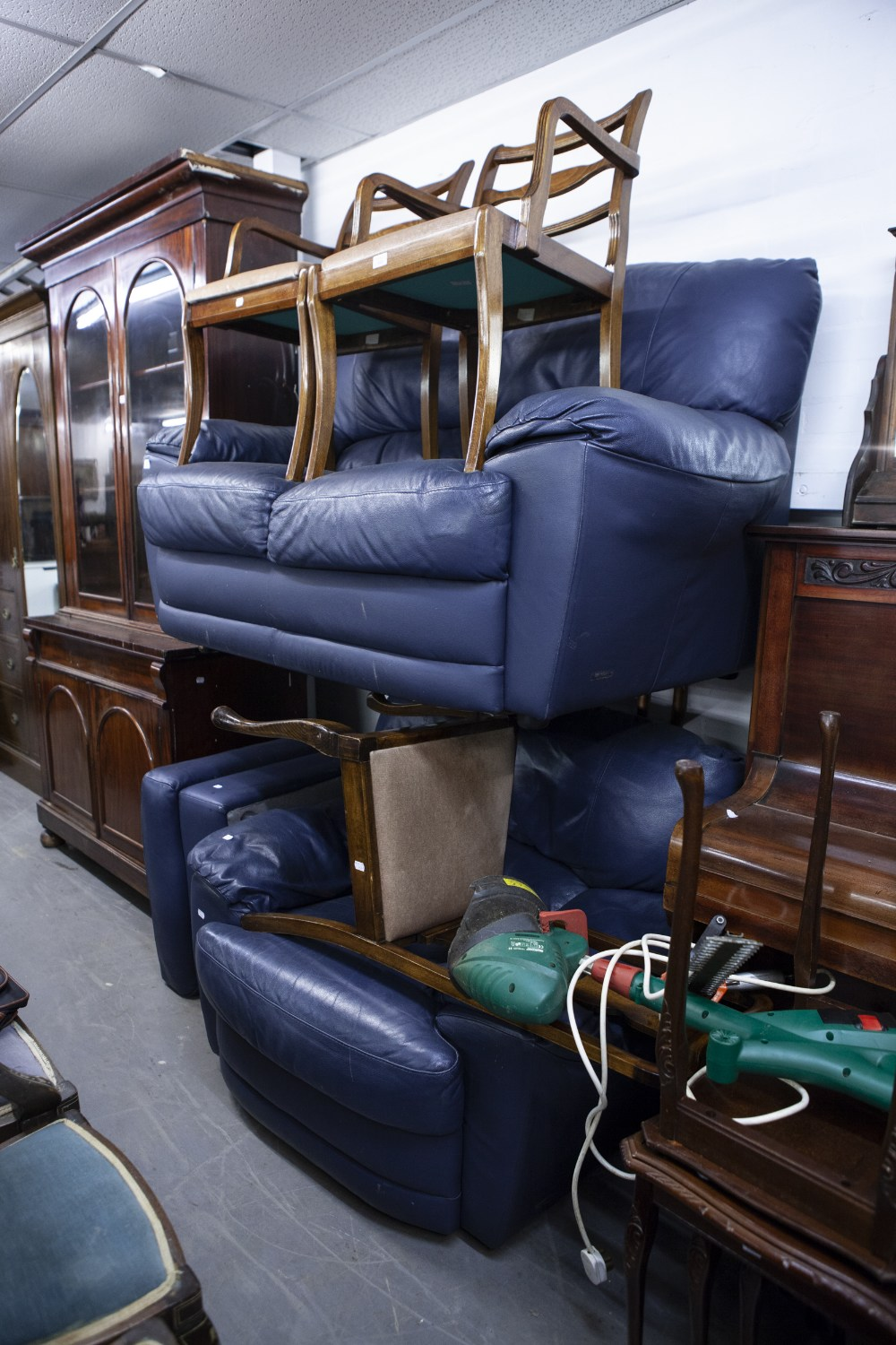 Lot 43 - A THREE PIECE LOUNGE SUITE IN BLUE HIDE LEATHER INCLUDING; TWO SEATER SETTEE, ARMCHAIR AND FOOTSTOOL