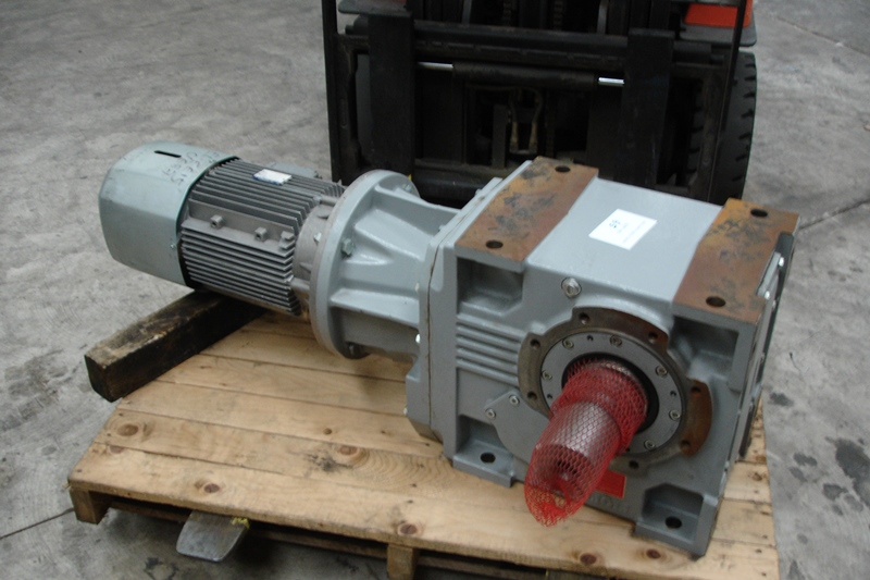 Bonfiglioli Motor Gearbox 11 Kw Motor See Plates For