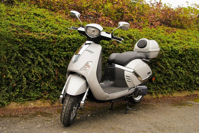 Lot 10000 - V Lambretta Scooter - 151cc - Example Pictures - These Models Are New And Unused Complete With All