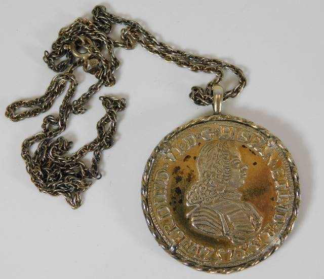 Lot 803 - A chain with mounted coin medallion (approx. 35g e