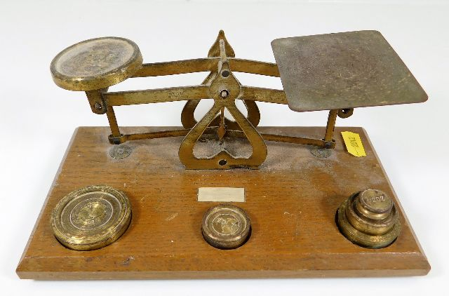 Lot 322 - A set of post office scales