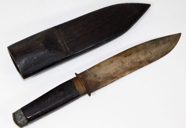 Lot 259 - A tribal hunting dagger with hardwood handle & sca