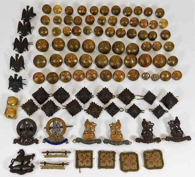 Lot 104 - A quantity of brass buttons & various badges, some