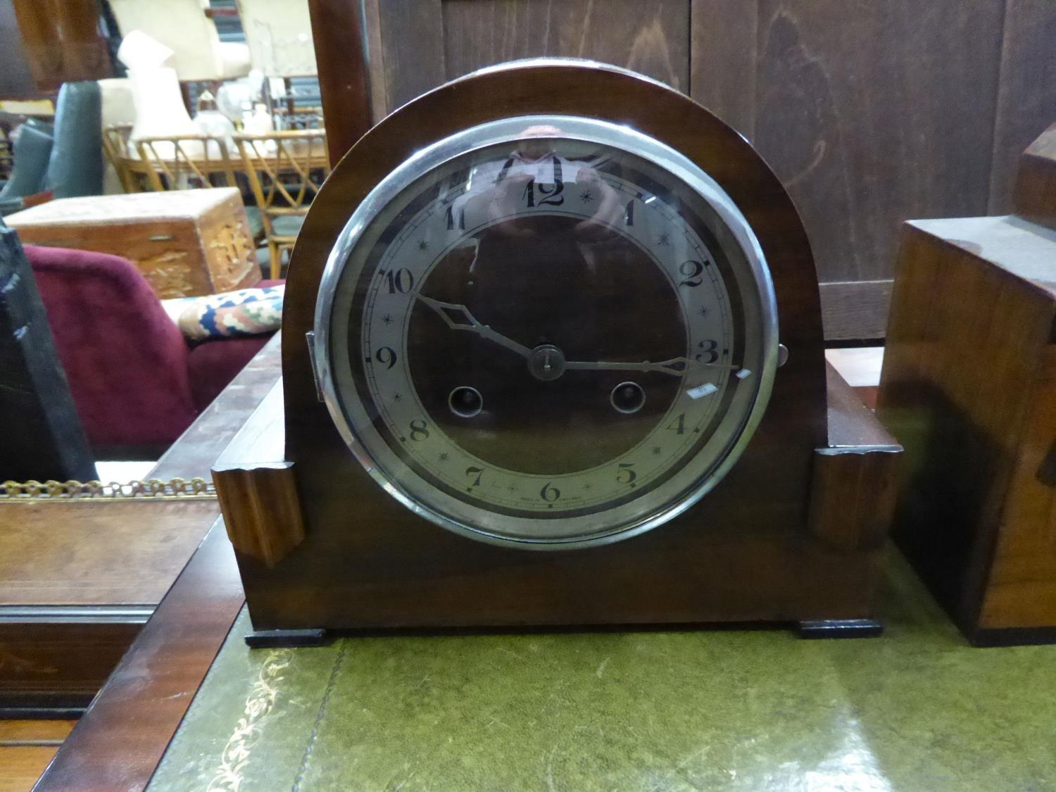 Lot 53 - A WALNUTWOOD MANTEL CLOCK, WITH 8 DAYS STRIKING MOVEMENT