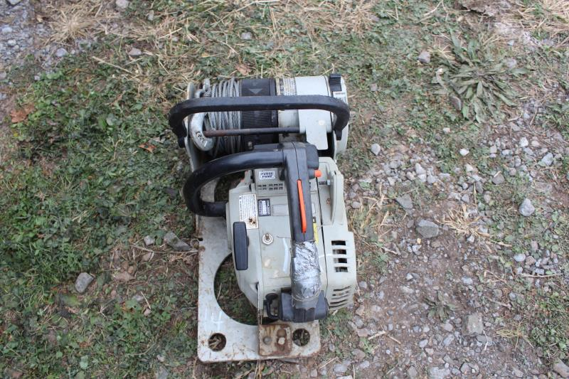 Lot 15 - RULE G1800 WINCH