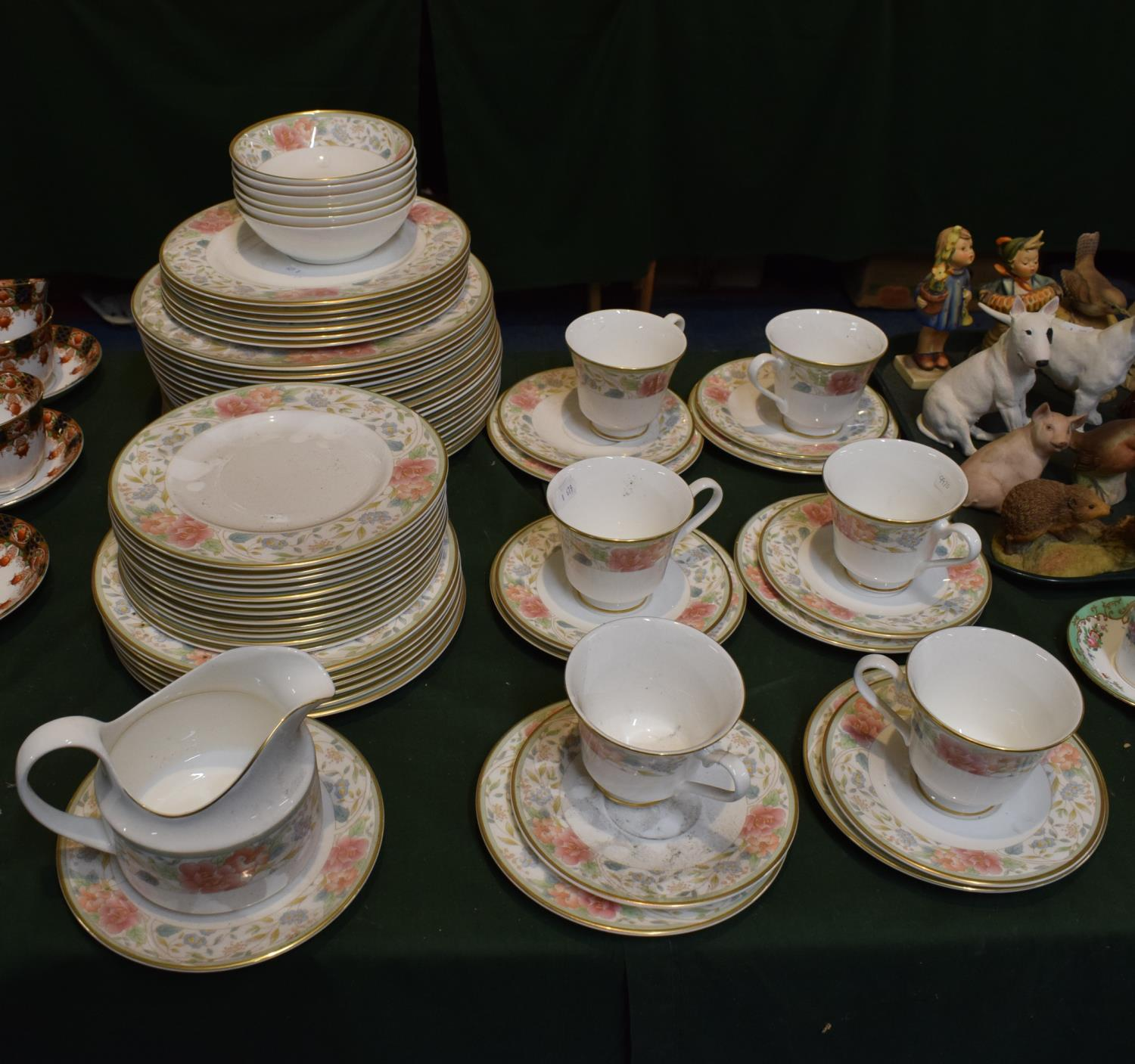 Lot 229 - A Collection of Royal Doulton Claudia Pattern Tea and Dinnerwares to Include Seventeen Dinner