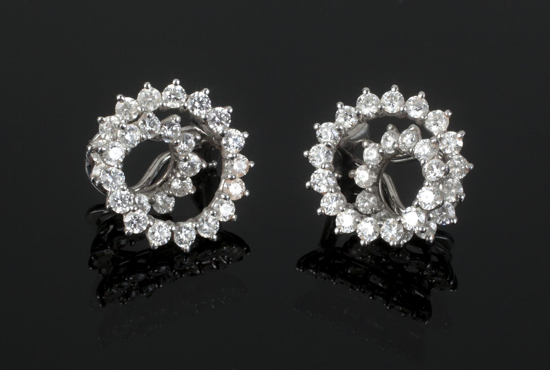 pieces earrings diamond stud carat co tiffany
