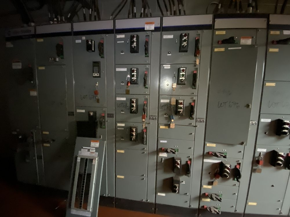 Allen Bradley 9 section MCC (includes panels 670a to 670i) - Image 4 of 9
