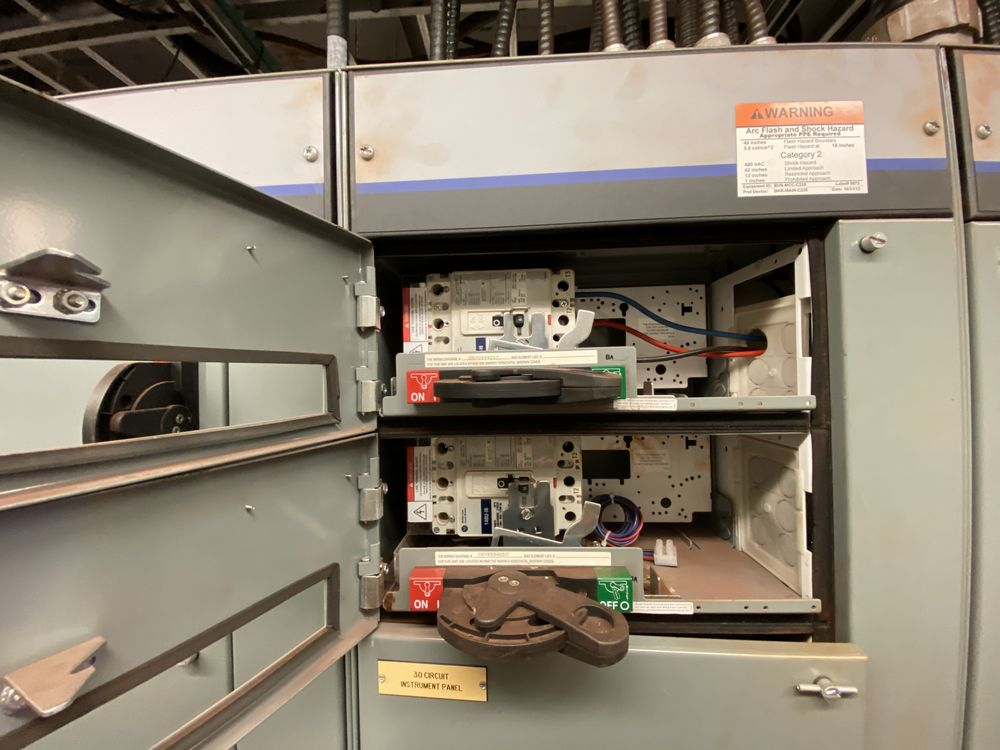 Allen Bradley 9 Section MCC (includes panels 600a to 600i) - Image 9 of 15