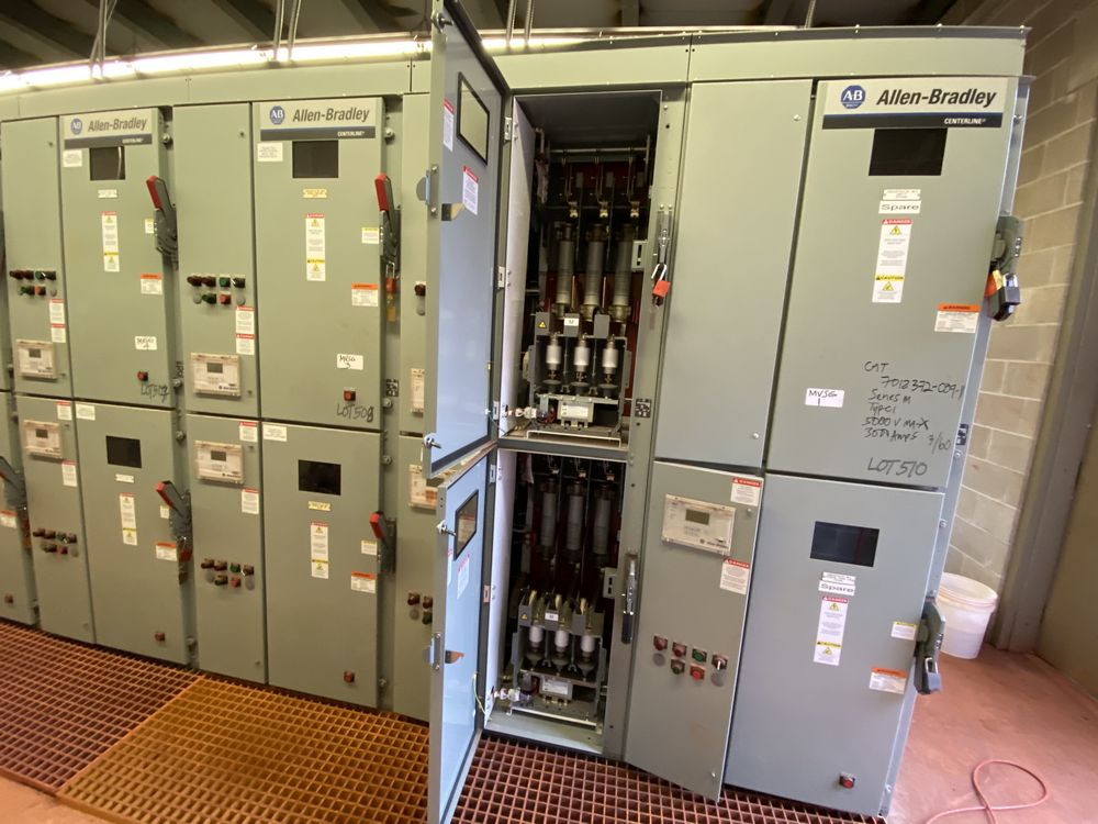 GE Medium voltage switchgear system (includes panels 500a to 500j) - Image 12 of 13