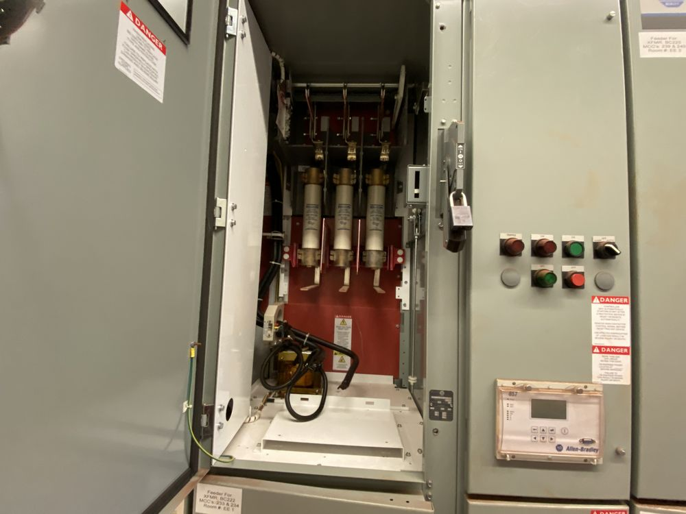 GE Medium voltage switchgear system (includes panels 500a to 500j) - Image 8 of 13