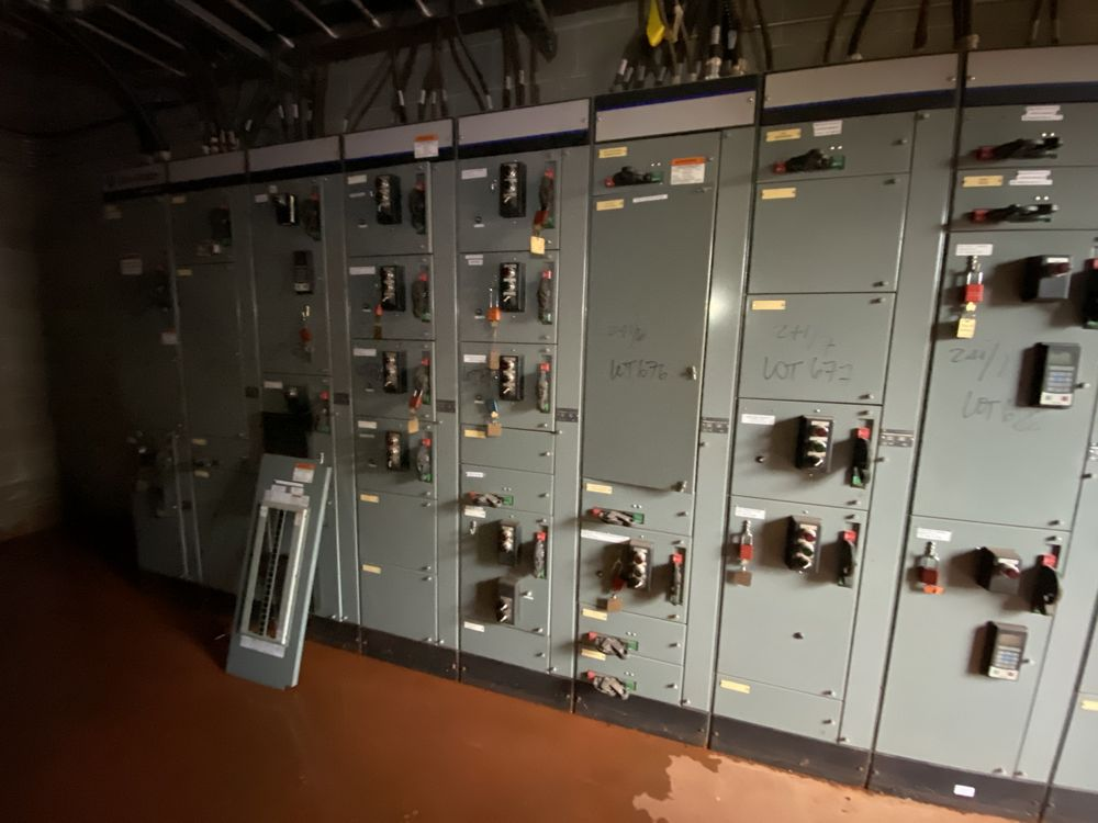 Allen Bradley 9 section MCC (includes panels 670a to 670i) - Image 5 of 9
