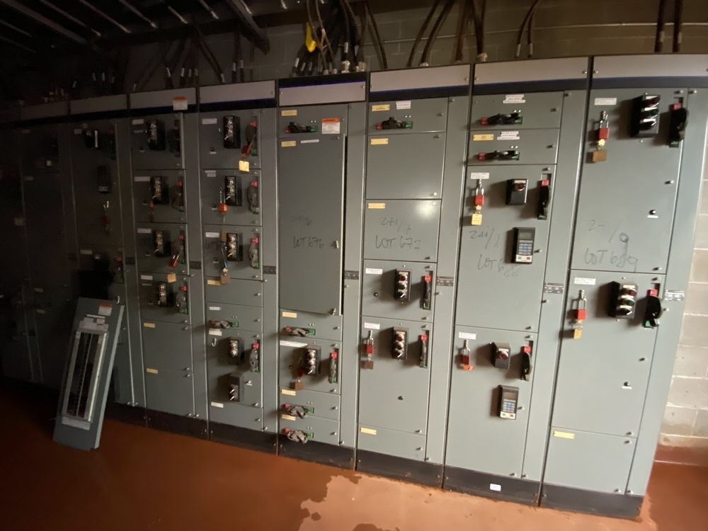 Allen Bradley 9 section MCC (includes panels 670a to 670i) - Image 6 of 9