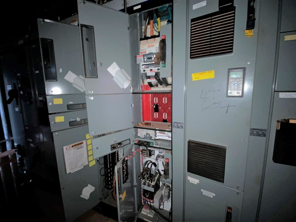 Allen Bradley 9 Section MCC (includes panels 600a to 600i) - Image 10 of 15