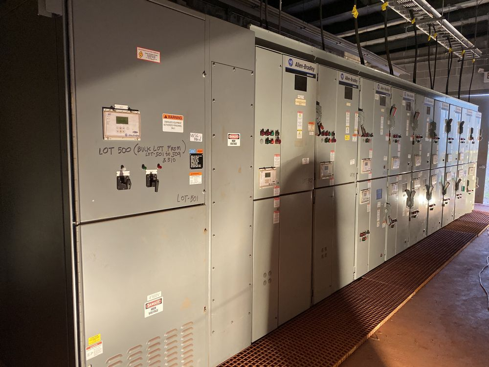 GE Medium voltage switchgear system (includes panels 500a to 500j)