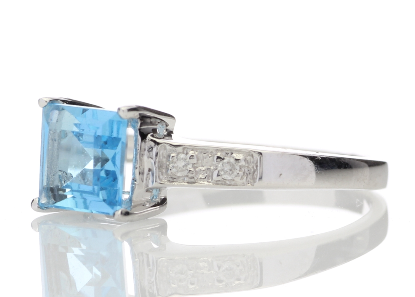 Lot 42 - 9ct White Gold Diamond And Blue Topaz Ring 0.04