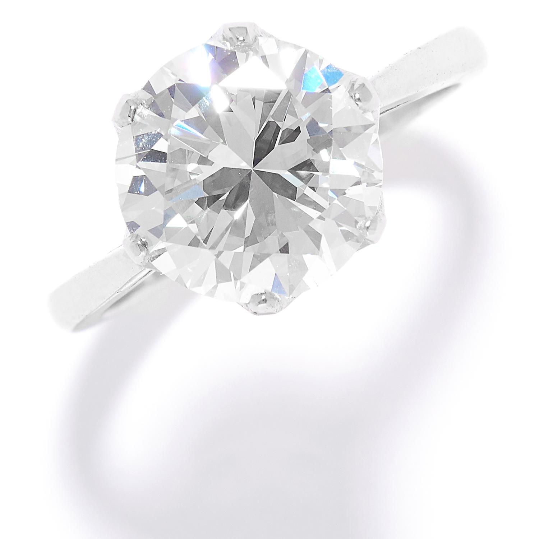 Los 37 - 4.03 CARAT SOLITAIRE DIAMOND RING in platinum, set with a round brilliant cut diamond of 4.03