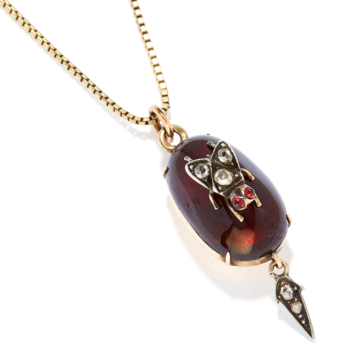 Los 15 - ANTIQUE GARNET AND DIAMOND MOURNING PENDANT in yellow gold, comprising of a cabochon garnet and