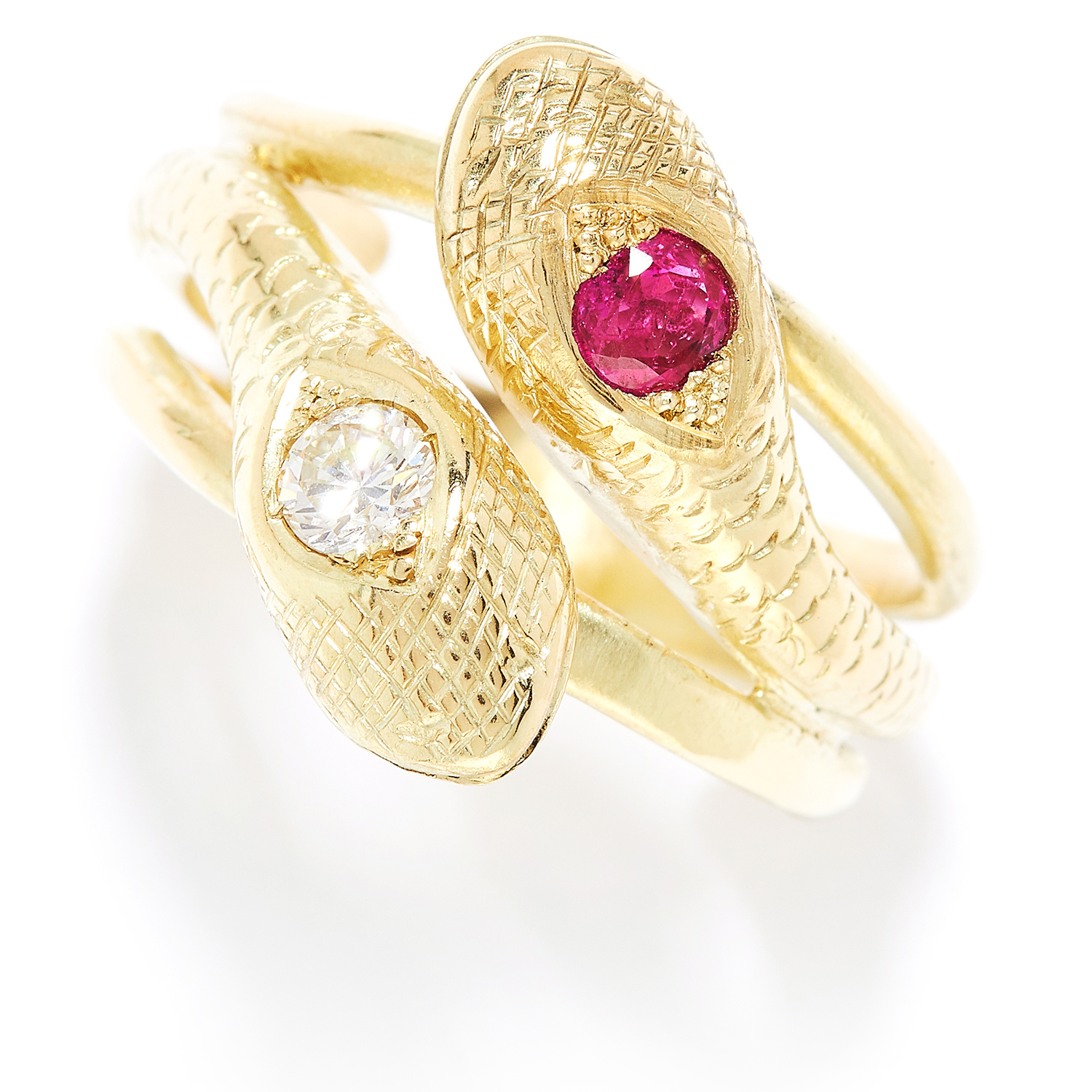 Los 13 - ANTIQUE RUBY AND DIAMOND SNAKE RING in high carat yellow gold, designed as two intertwined snakes,
